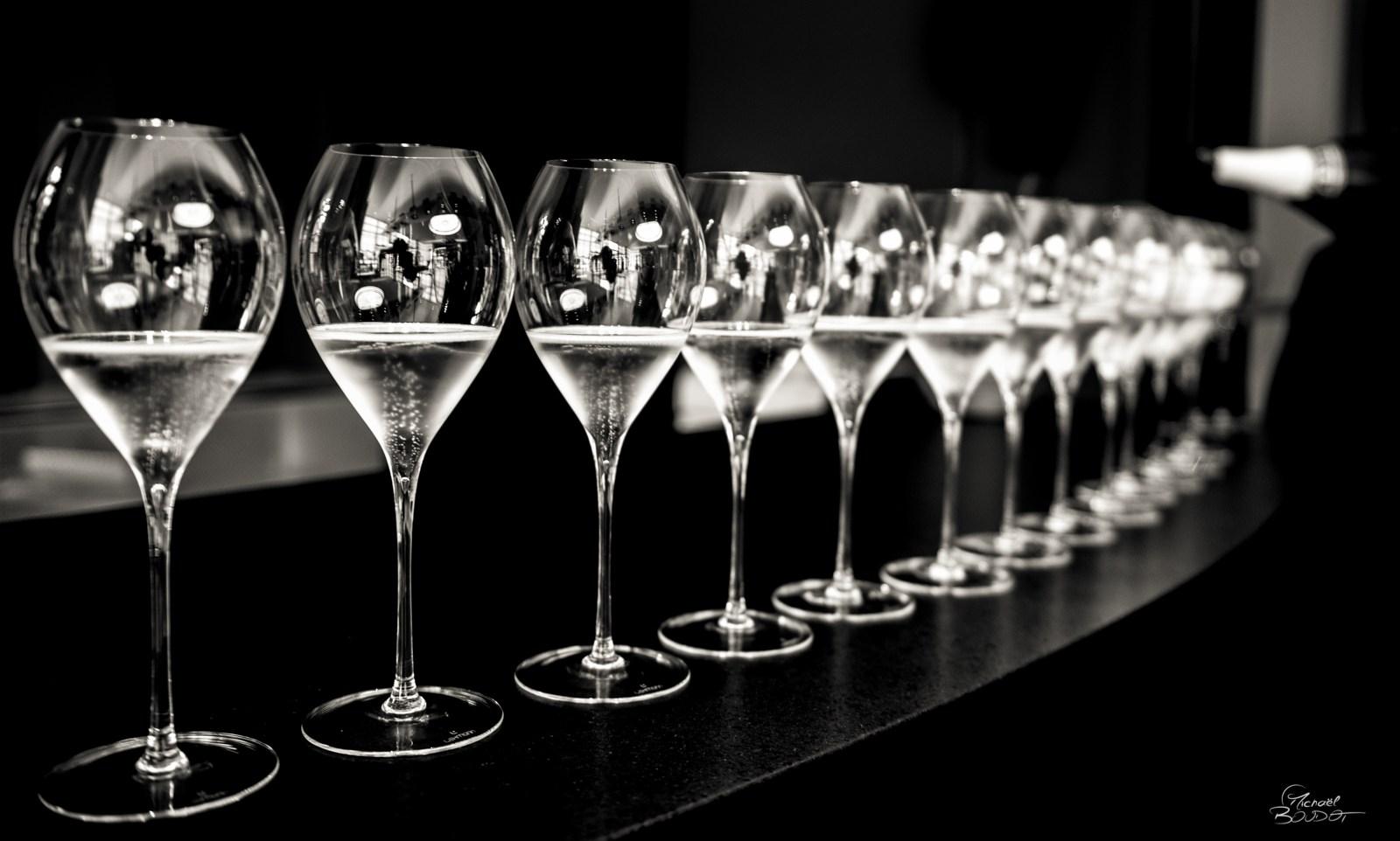 嶄新的香檳體驗 - 雷曼大師 JAMESSE 球體香檳杯