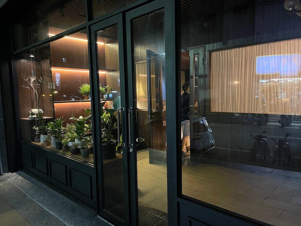 新竹酒吧 inBush門口