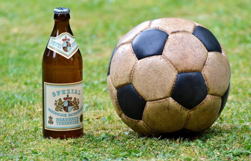 啤酒 足球