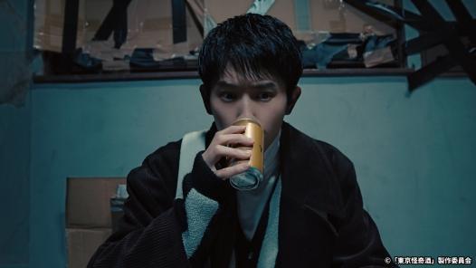 東京怪奇酒主角喝酒